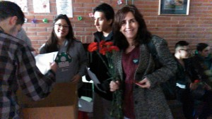 entregando flores martes 14